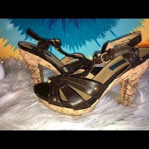 Women's brown strappy hot cakes heels size 6